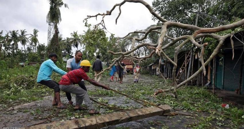 """رصد وحشية إعصار """"أمفان"""" المدمر في الهند"""