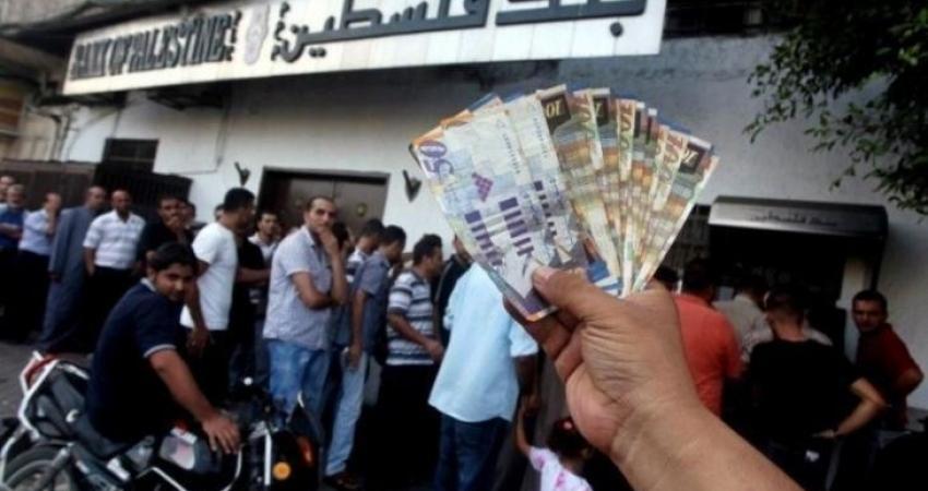 الاحتلال يتراجع عن اقتطاع رواتب الأسرى والشهداء من أموال السلطة