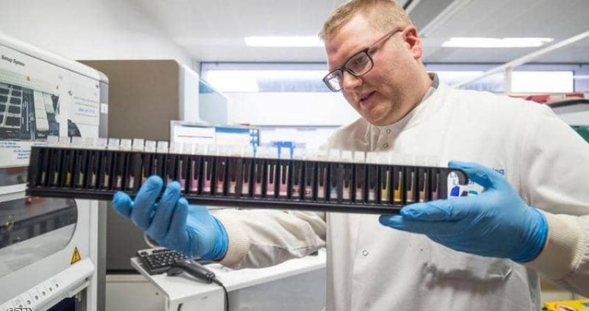 يسابق العلماء الزمن لإيجاد علاج لوباء كورونا.