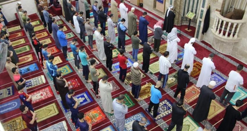 مواطنو القطاع يؤدون أول صلاة فجر بعد إعادة فتح المساجد