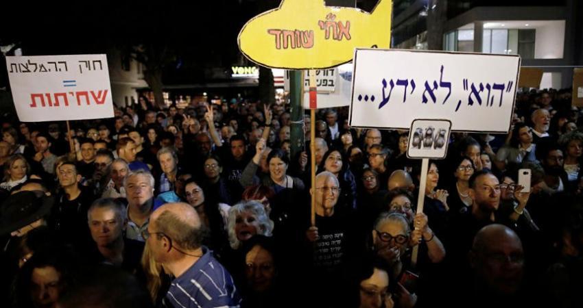 آلاف الإسرائيليين يتظاهرون أمام منزل نتنياهو مطالبين باستقالته