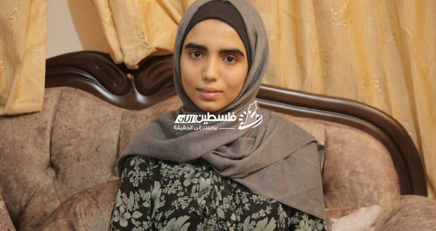 الطالبة المتفوقة هند خالد أبو زعيتر