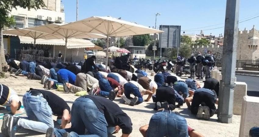 آلاف المصلين يؤدون صلاة الجمعة بالمسجد الأقصى