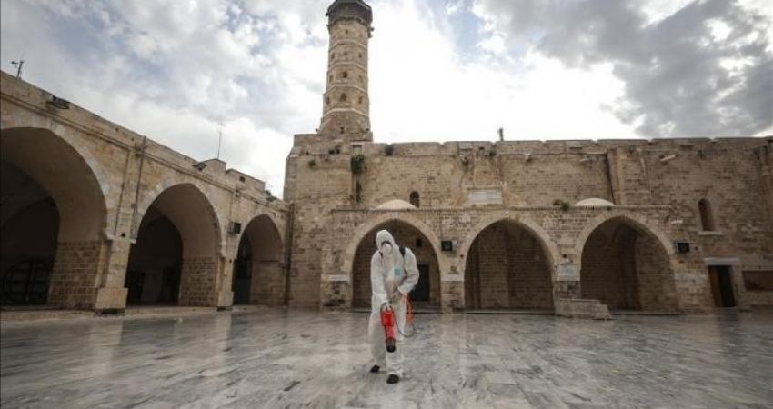 إغلاق مسجد في دير البلح بسبب كورونا