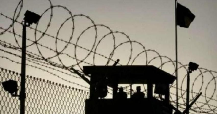 """الاحتلال ينكل بالأسرى في سجن """"ريمون"""""""