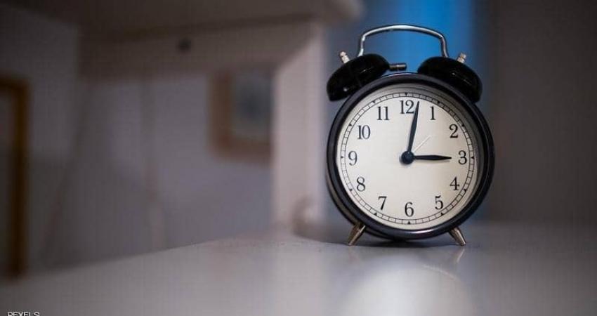 """الاستيقاظ مبكرا بساعة عن المعتاد. دراسة تكشف """"فائدة عظيمة"""""""