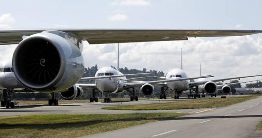 """فلسطينيان من نابلس يحولان طائرة """"بيونغ 707"""" إلى مطعم"""