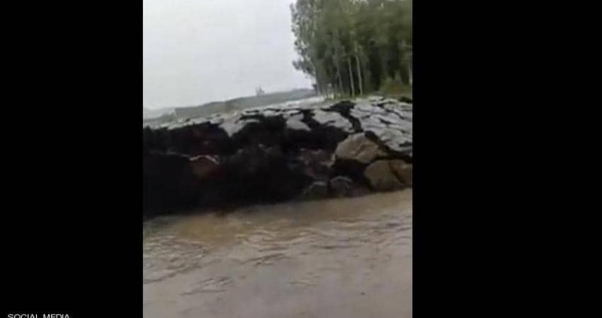 فيديو لظاهرة غريبة في الهند.. ظهور أرض بشكل مفاجئ