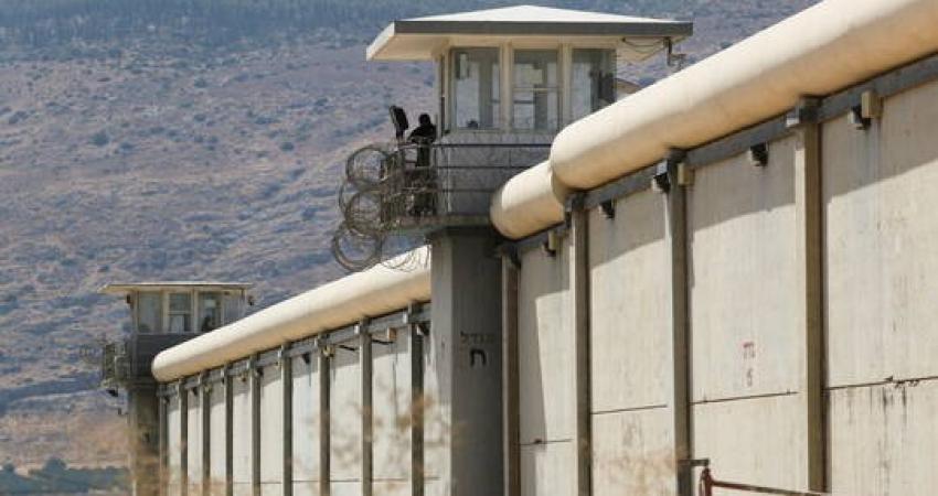 الاحتلال يوقف زيارات أهالي المعتقلين الفلسطينيين ثلاثة أيام