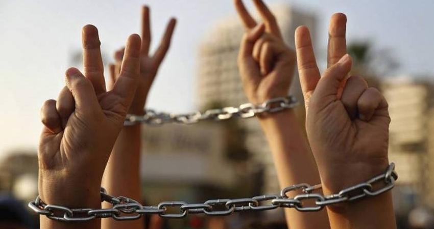 سبعة أسرى يواصلون إضرابهم المفتوح عن الطعام