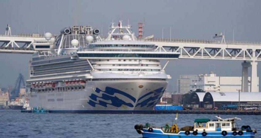 154-231136-35-italians-evacuated-quarantine-cruise-ship_700x400