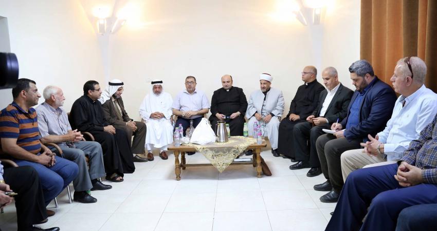 وفد من قيادة حماس يزور كنيسة دير اللاتين بغزة