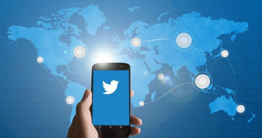 303026-fake-twitter-accounts