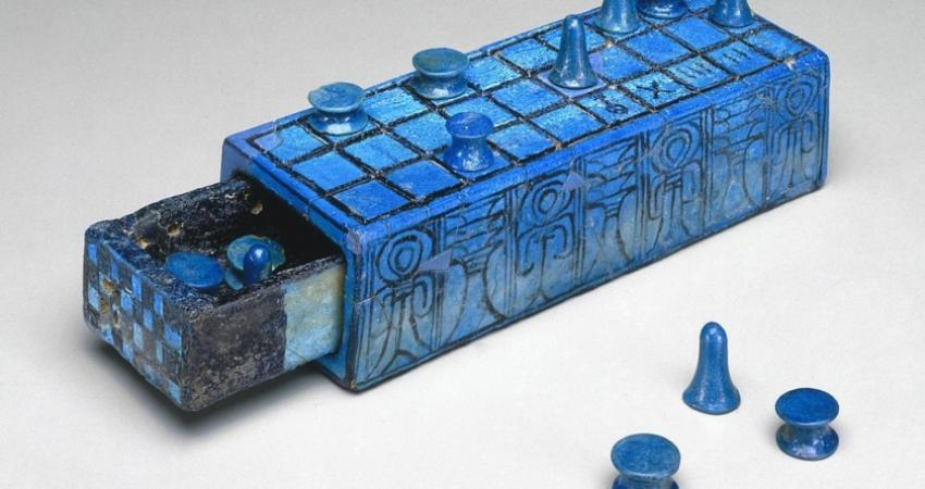 gaming_board_inscribed_for_amenhotep_iii_with_separate_sliding_drawer_ca_1390-1353_bce4956a-b-840x540