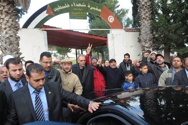 صور ..رئيس الوزراء يزور حمام الشط