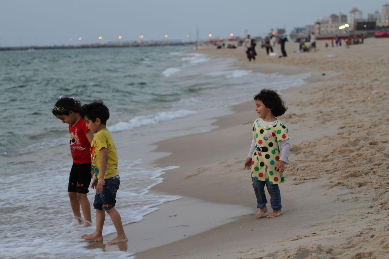 Tropical Island Beach Ambience Sound: صور: الاستجمام على شاطئ بحر غزة