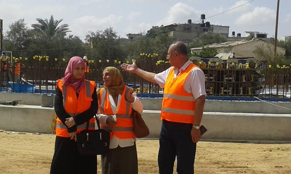رئيس بلدية المغازي يتفقد مشروع خزان المياه