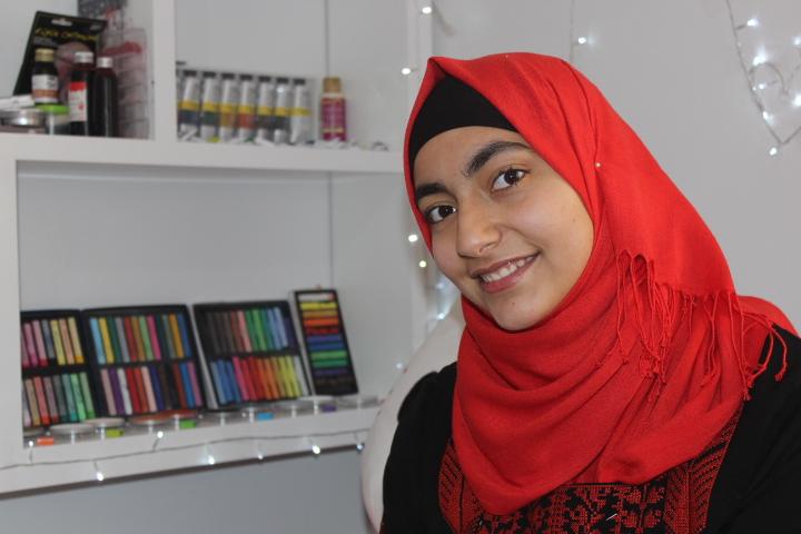 رغد أول فنانة مكياج سينمائي في فلسطين