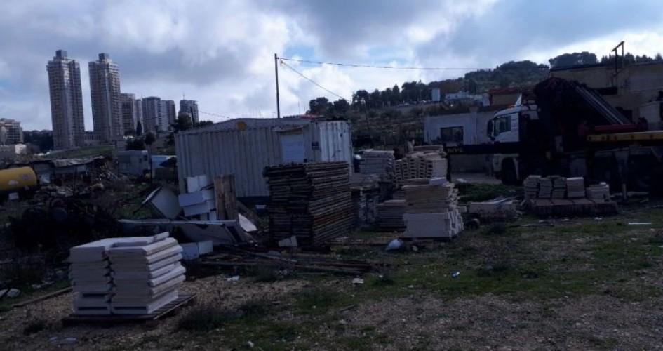 آليات الاحتلال تهدم منزلاً في بيت صفافا