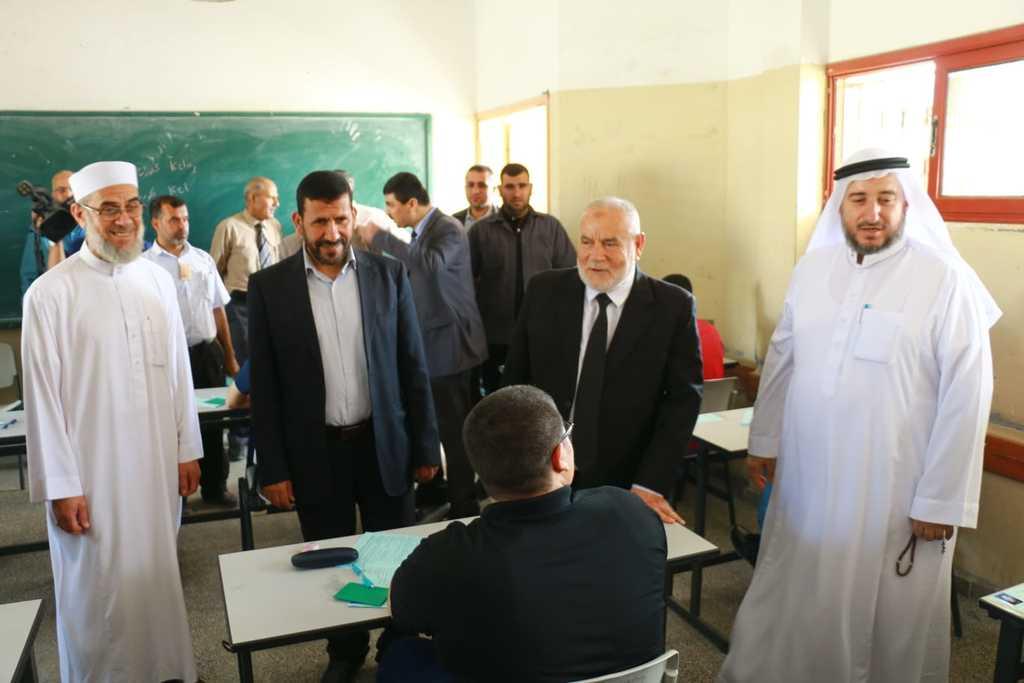 التشريعي يتفقد لجان امتحانات الثانوية العامة بغزة