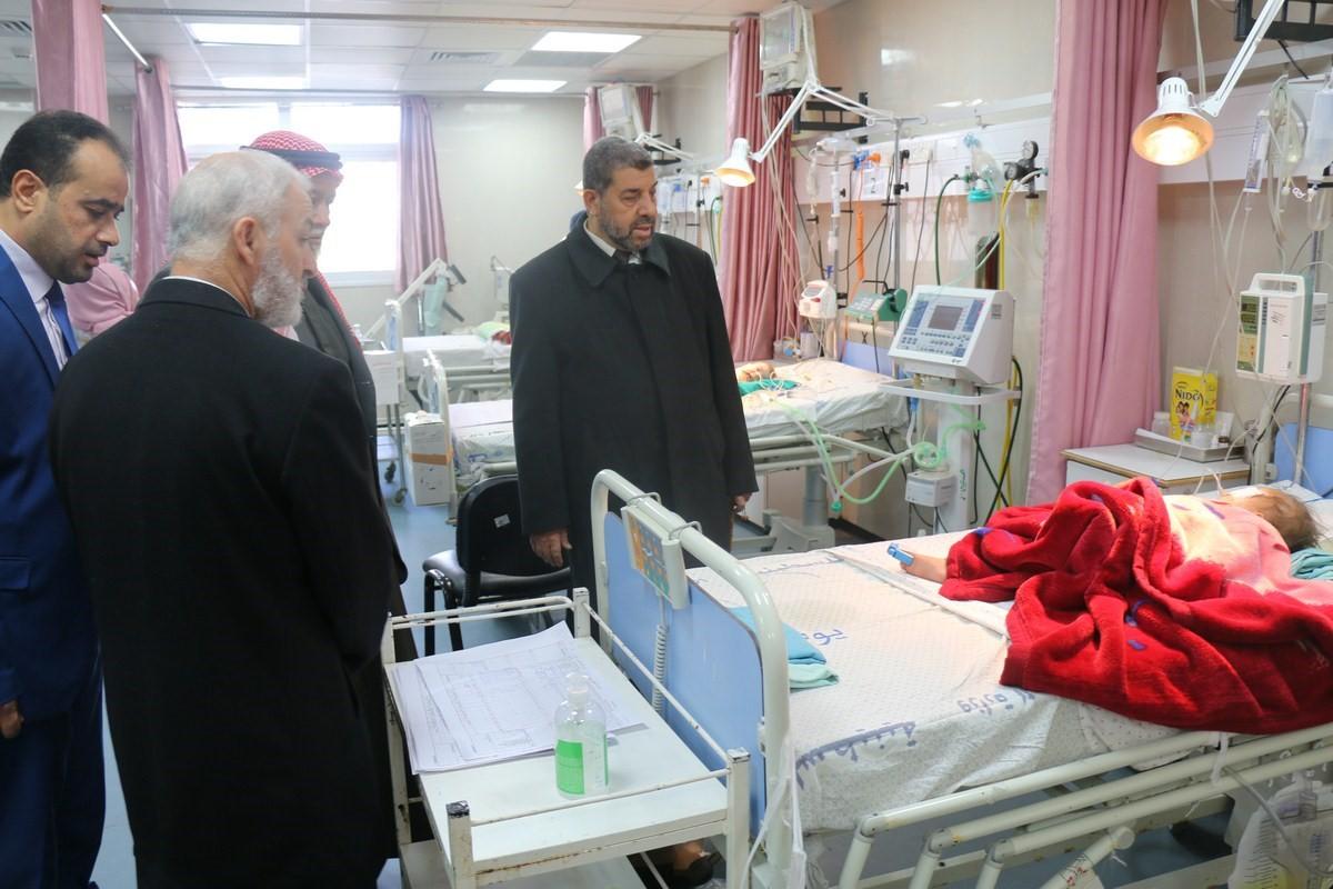 نواب غزة يتفقدون مستشفى الرنتيسي