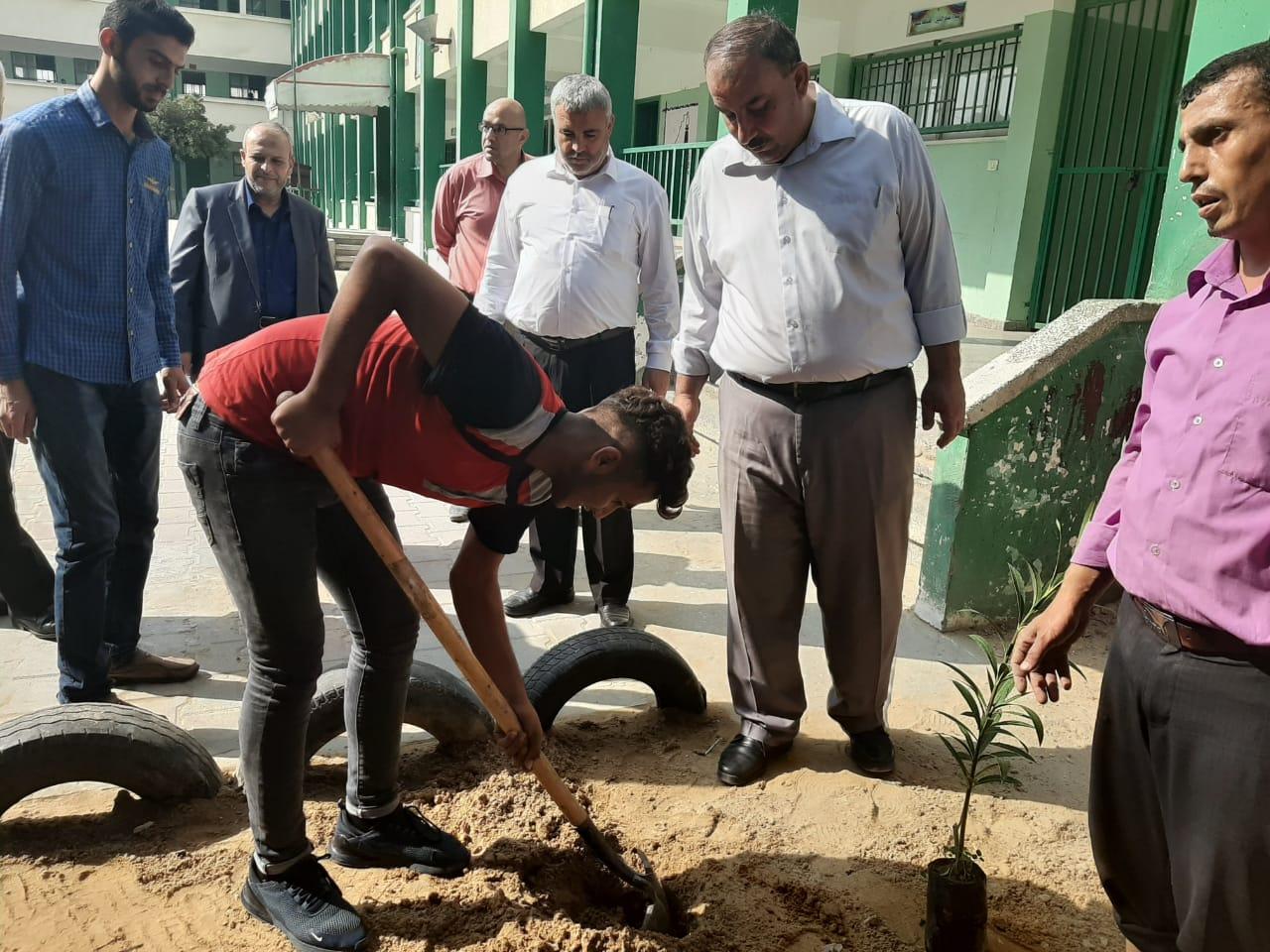 تعليم الوسطى يفتتح بئر مياه بمدرسة عمورية الأساسية للبنين