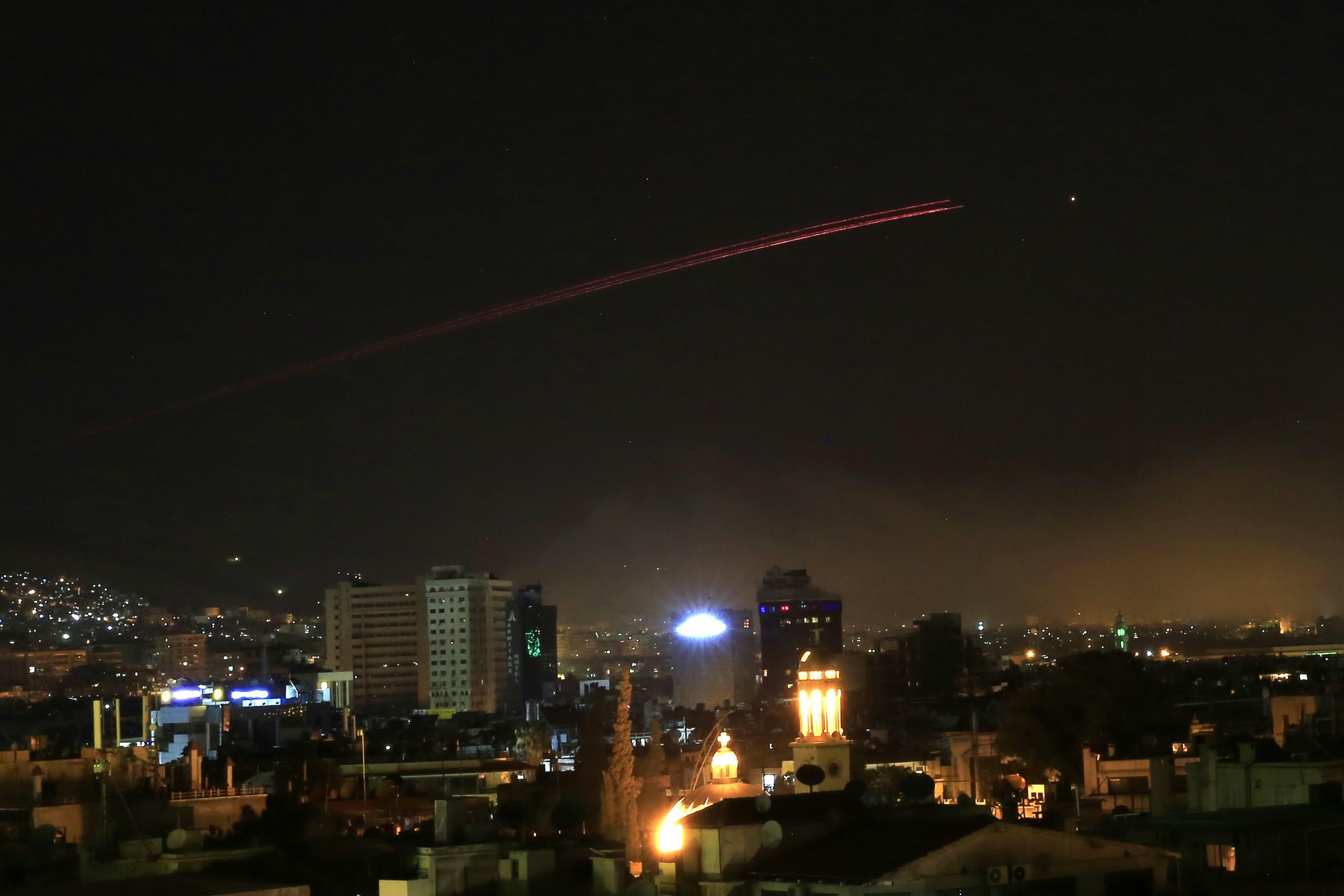 شاهد دمشق وهي تتعرض للضربات العسكرية