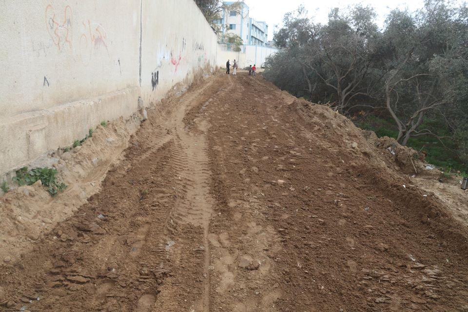 بلدية النصيرات تفتح شارع جديد جنوب المخيم