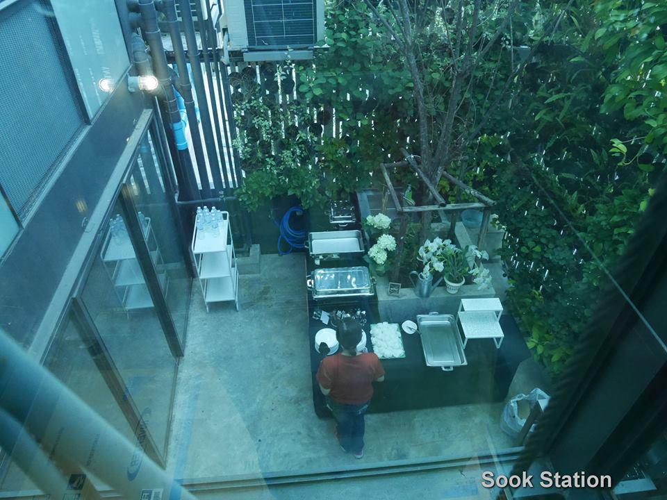 فندق يسجن نزلاءه داخل زنزانات