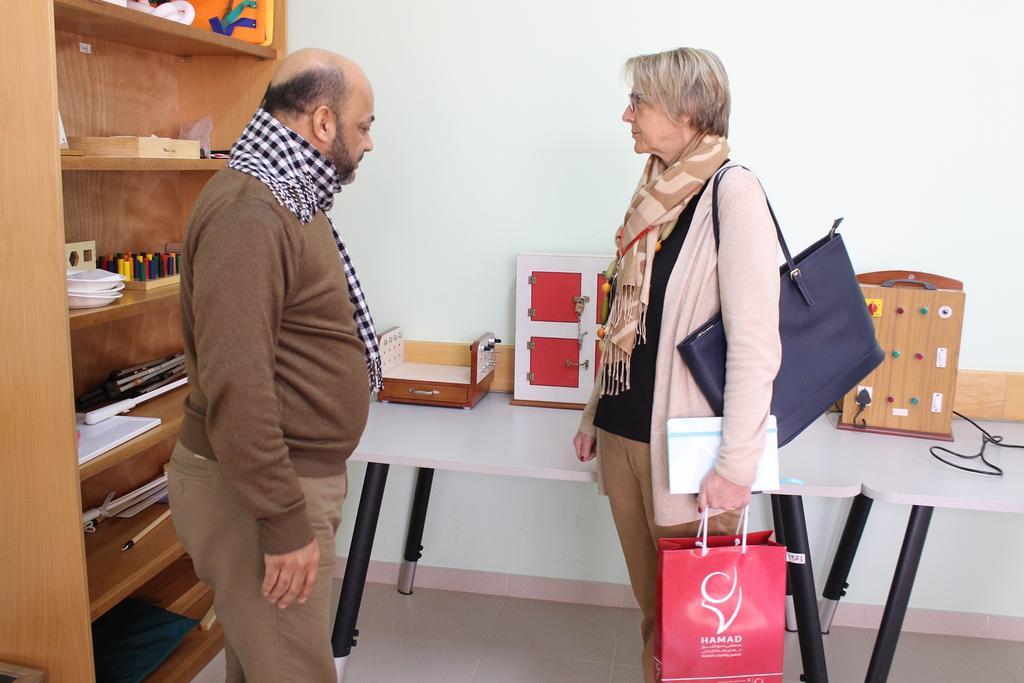 مستشفى حمد والصليب الأحمر بغزة يبحثان تطوير خدمة التأهيل والأطراف الصناعية