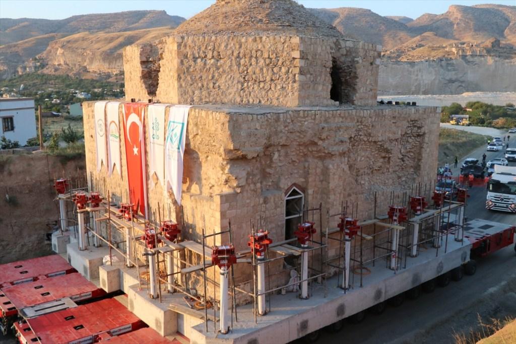 عملية نقل عملاقة لحمّام تاريخي شرقي تركيا
