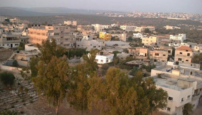 """المواطن """"عامر"""" الجدار يلتهم منزله في مسحة بسلفيت"""