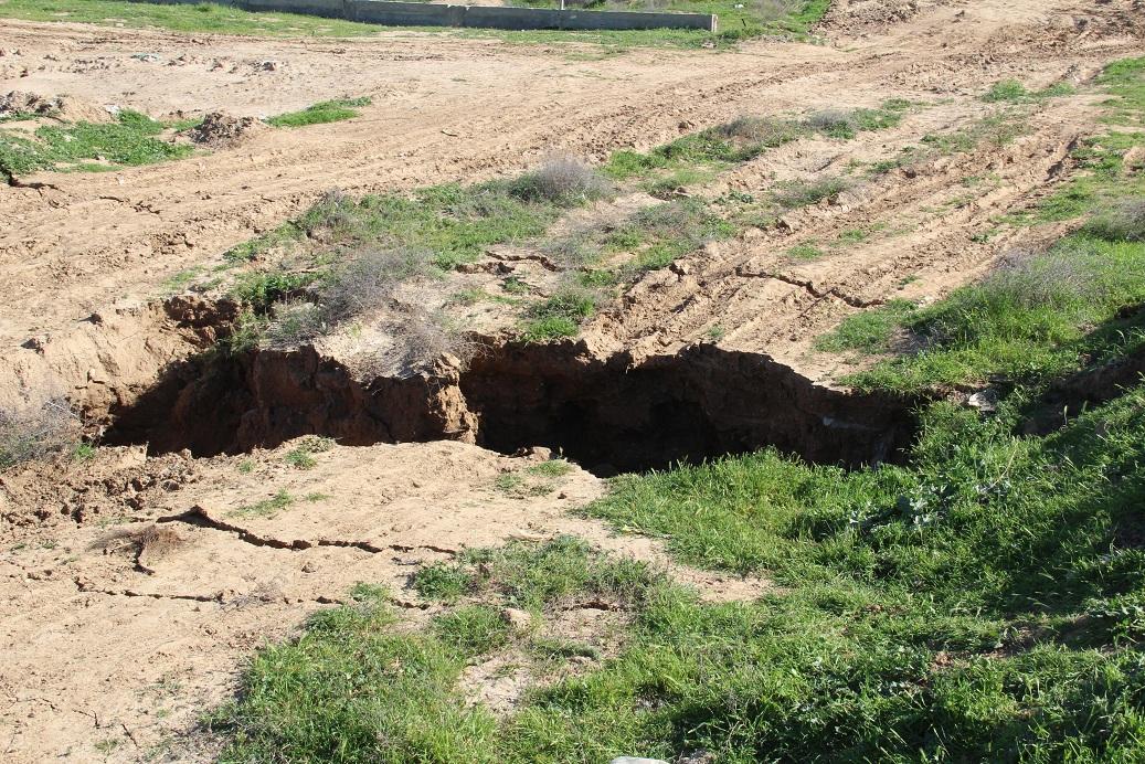 انهيارات متتالية في مناطق قريبة من المنازل برفح
