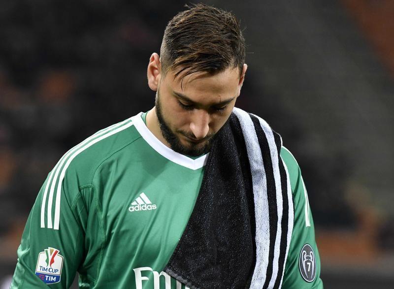 دوناروما يبكي بعد طلب جماهير ميلان