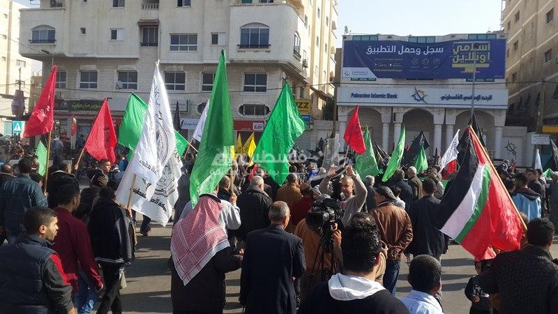 القوى الوطنية والإسلامية بالوسطى تنظم مسيرة تضامناً مع القدس