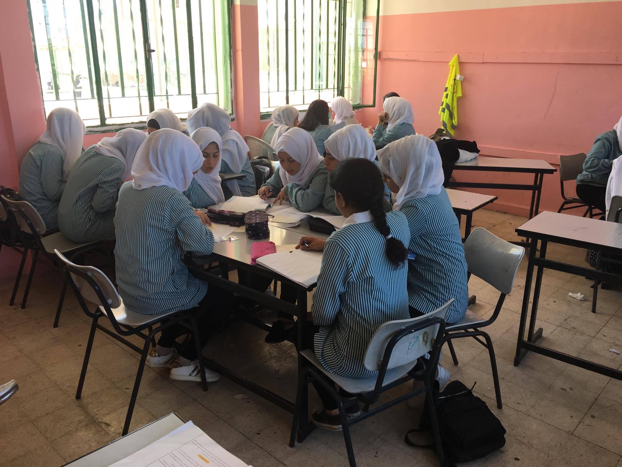 """""""إنجاز فلسطين"""" تنفذ مشروع صقل مهارات الفتيات القيادية"""