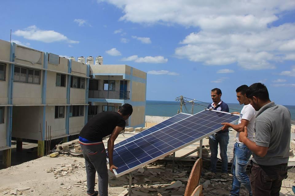 حماس تنفذ مشروع الطاقة الشمسية بدير البلح
