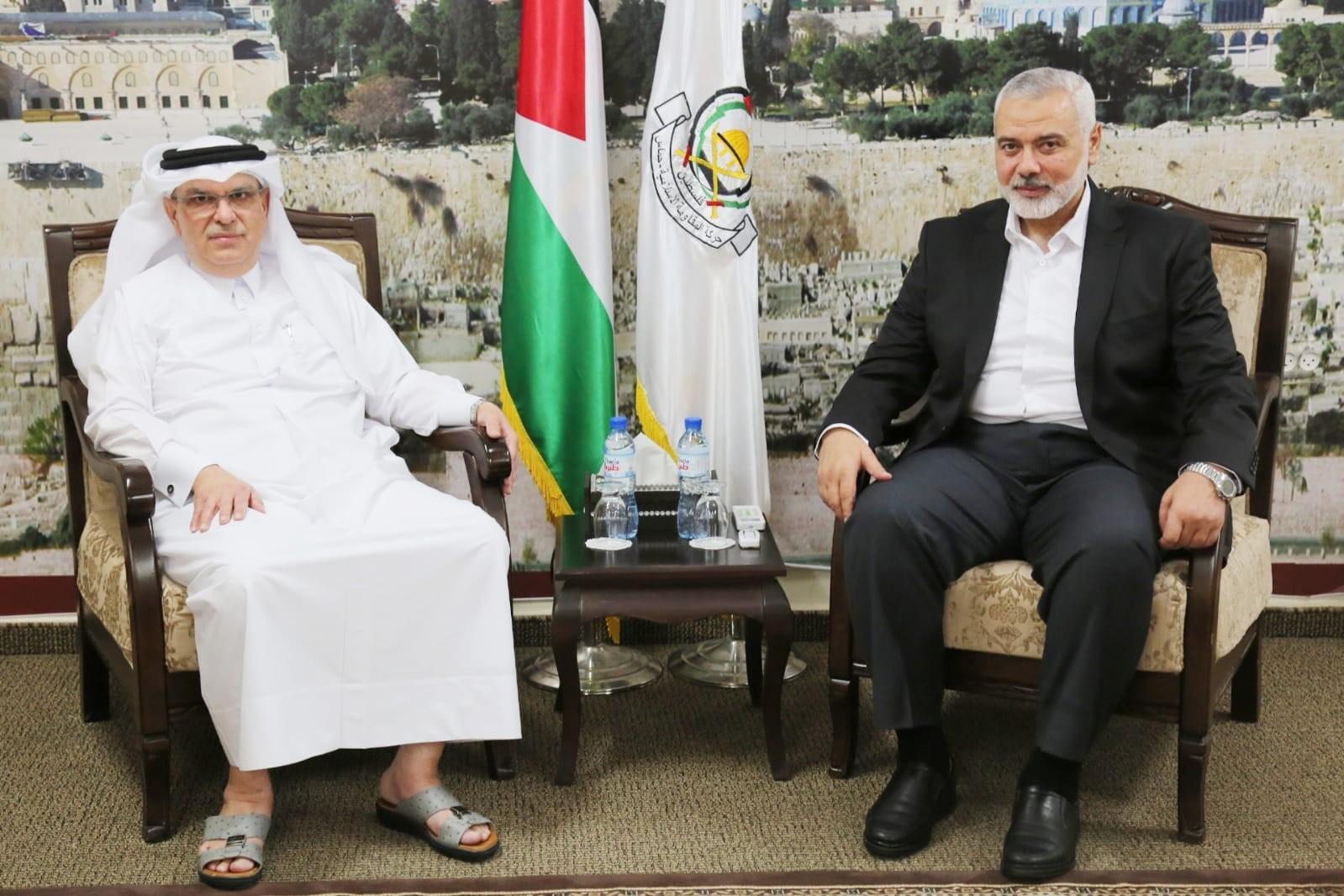 هنية يلتقي السفير العمادي في غزة