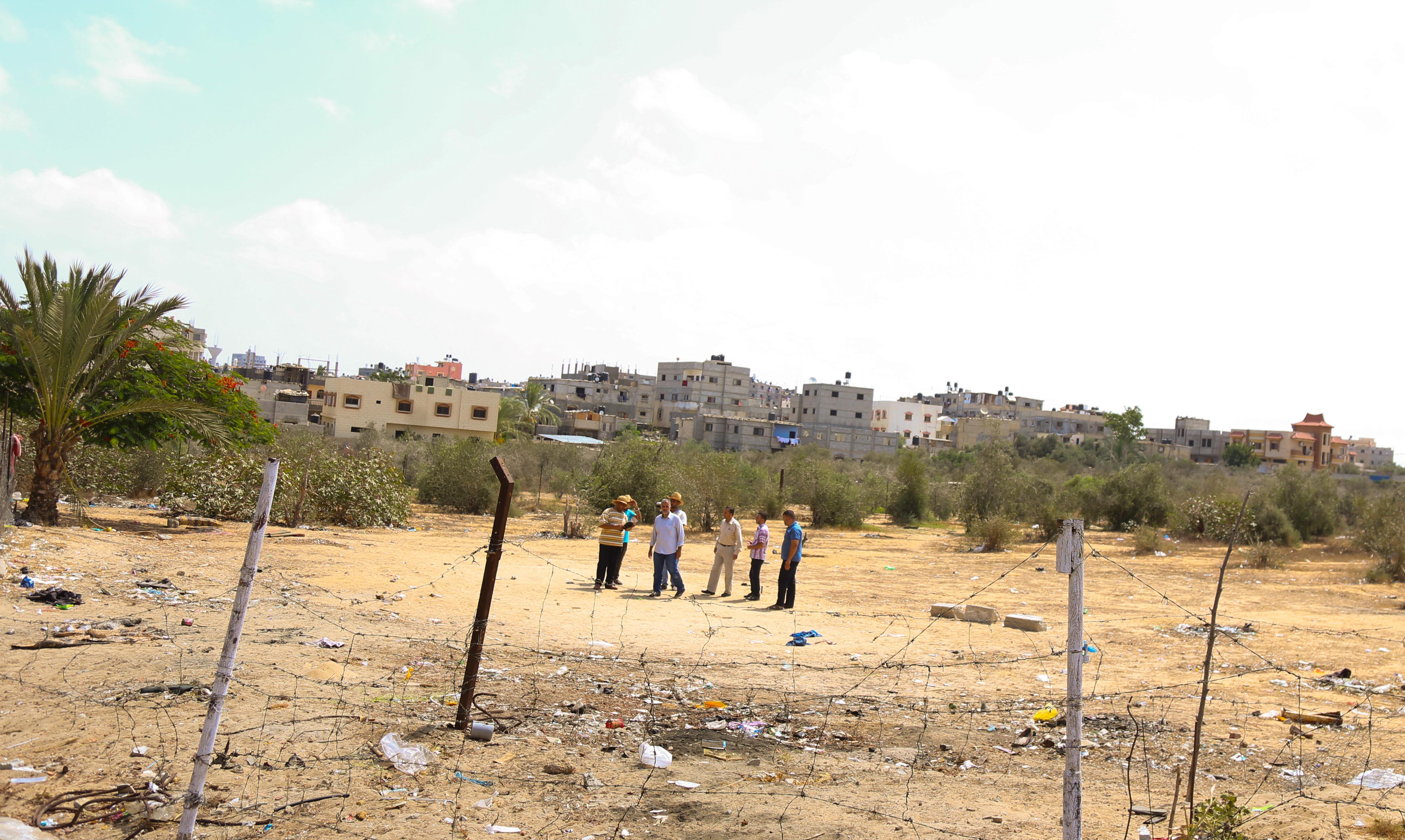 """بلدية خان يونس وسُلطة الأراضي تخصصان قطعة أرض لإنشاء مدرسة بـ""""معن"""""""