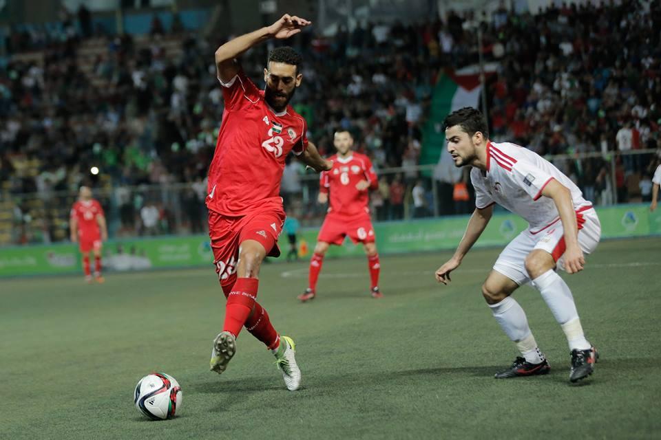 """""""الوطني"""" يعتلي الصدارة بالفوز على عمان"""