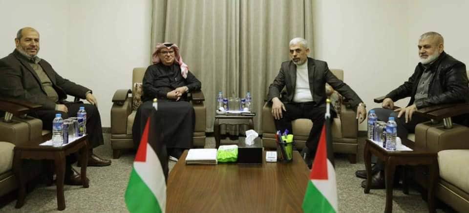 السنوار يلتقي السفير القطري العمادي بغزة