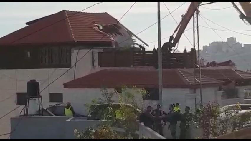 الاحتلال يهدم مبنى سكنيًا بالقدس