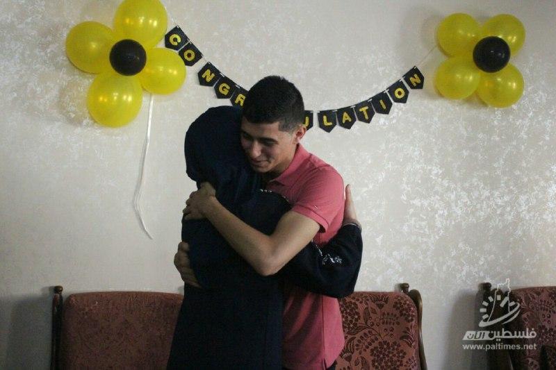 """عدسة """"فلسطين الآن"""" تعايش فرحة أهالي أوائل الطلبة بـ""""إنجاز 2019"""""""