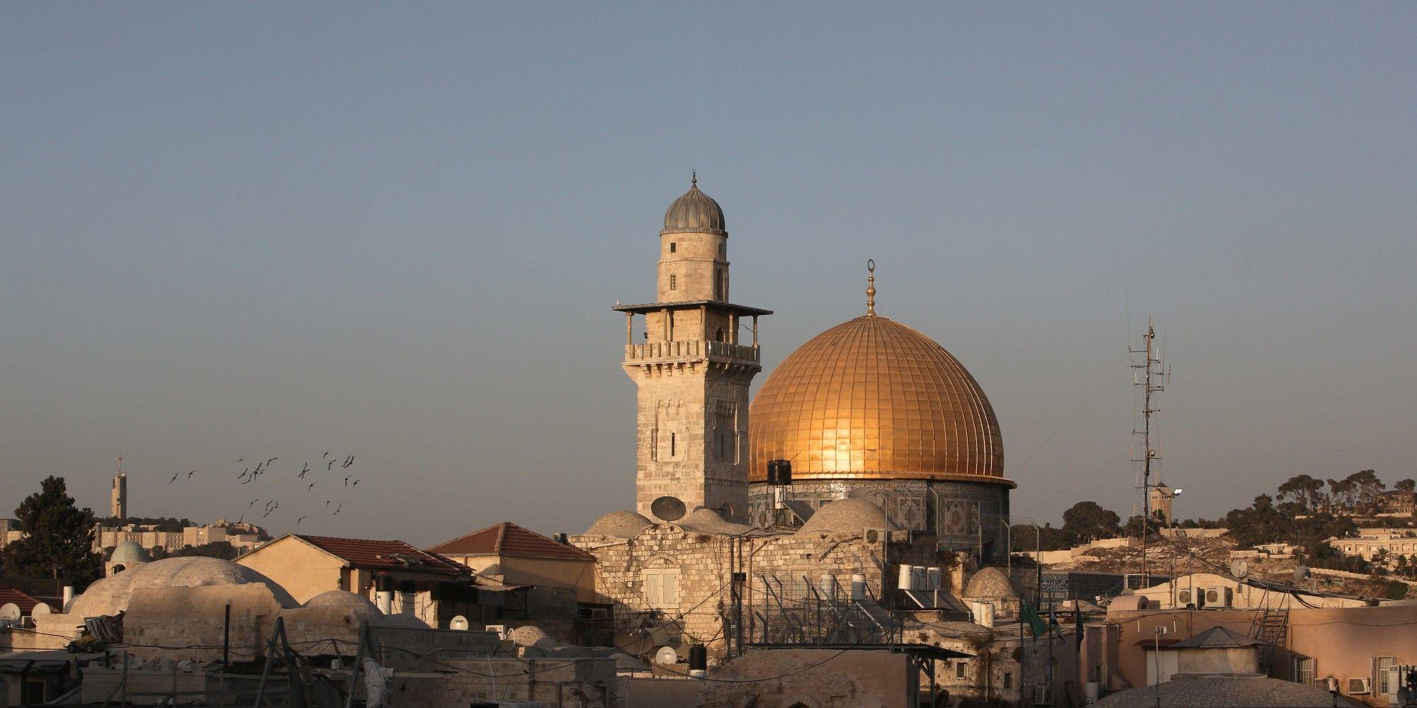 احتجاج في يافا ضد منع الآذان في مساجد القدس   فلسطين الآن