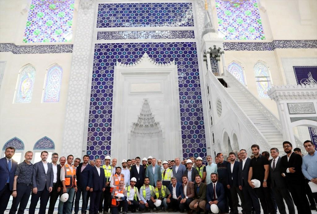 أردوغان يتفقد أعمال بناء أكبر مسجد في تاريخ تركيا