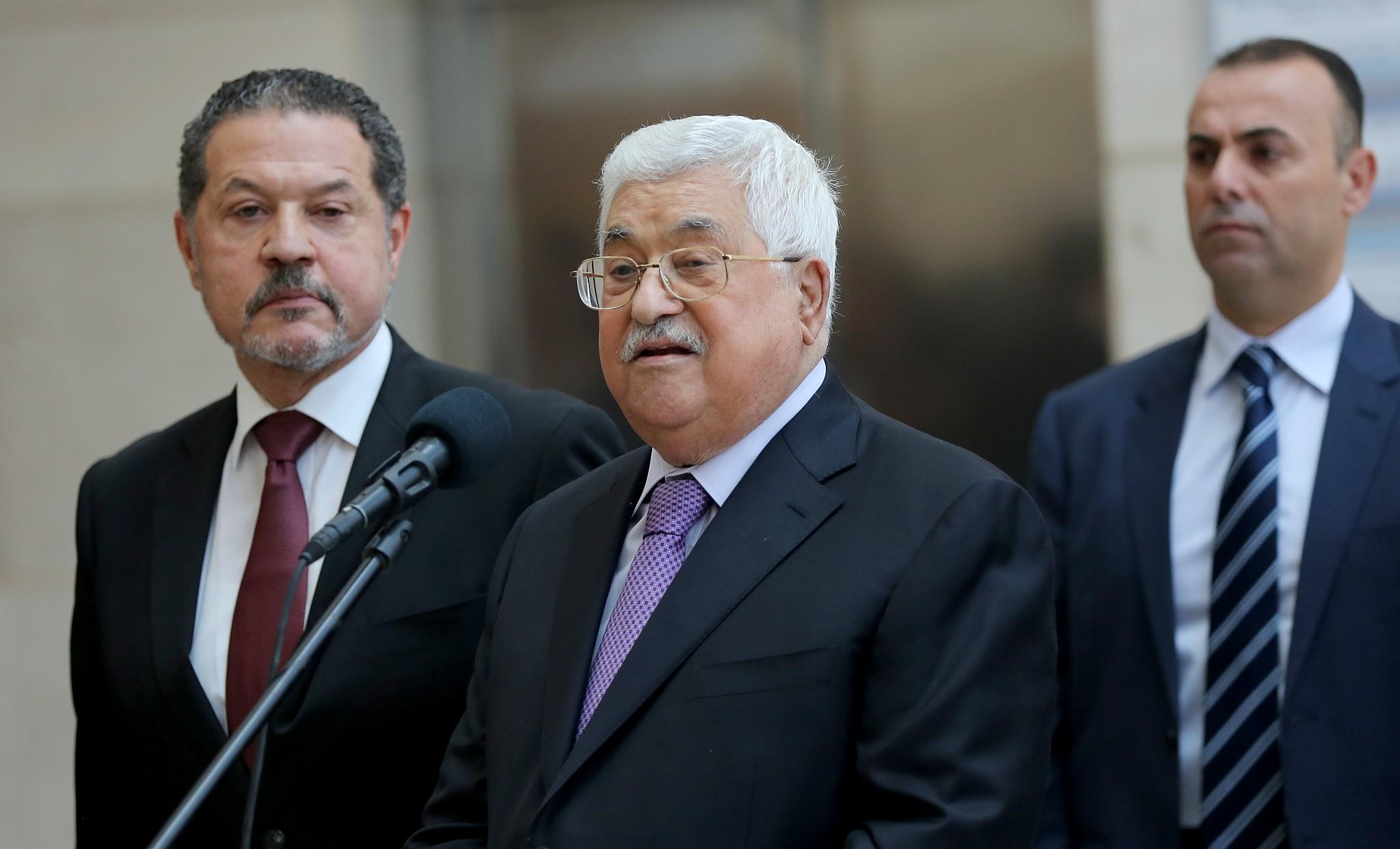 عباس يعود لممارسة عمله غداً