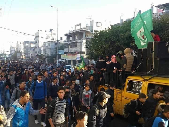 مسيرات غاضبة ومواجهات جنوب وشمال القطاع