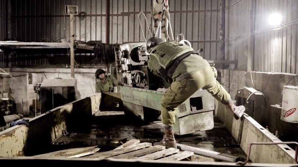 الاحتلال يغلق مخارط ومعامل في الخليل