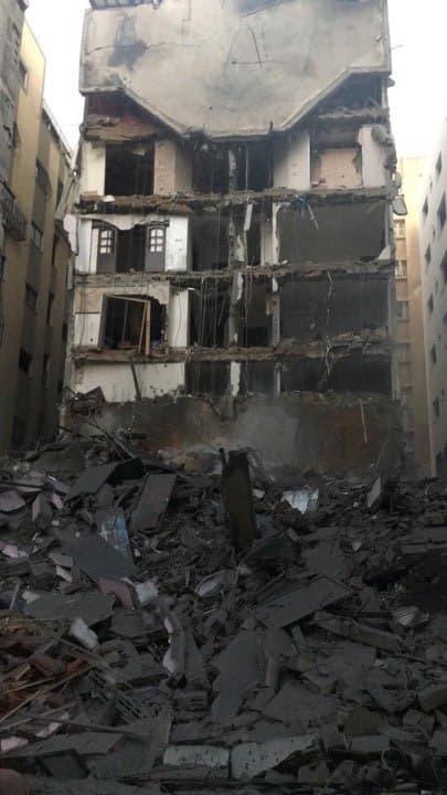 شاهد الدمار الذي لحق بعمارة اليازجي السكنية غرب غزة