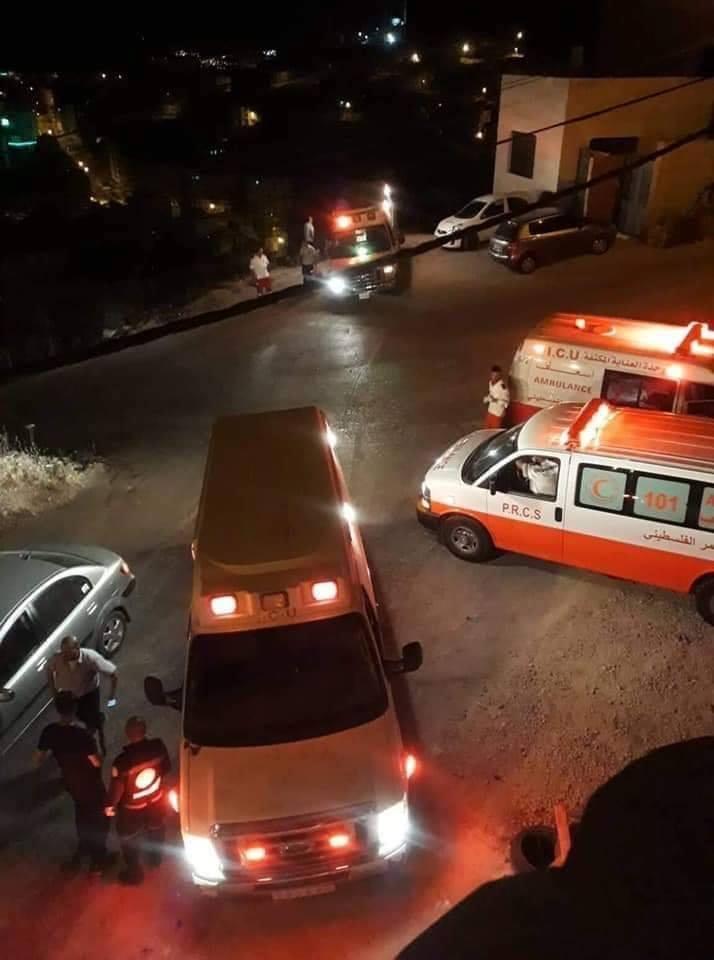 الاحتلال يحاصر ويطلق النار على مقر